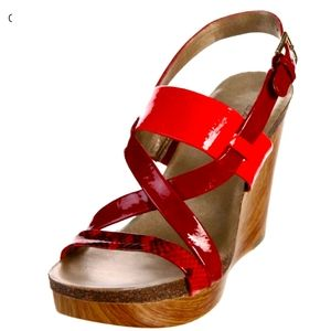 Bandolino Volume Wedge Sandals In Red & Coral